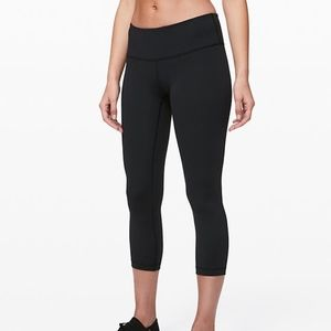 "Lululemon Wunder Under Crop 21"" Size 6"